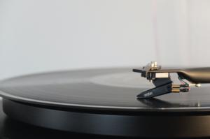 レコードの良さってなに?レコードを聴いてみよう!