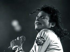 マイケル・ジャクソンってどんな人?生い立ちやおすすめアルバムなど、まるごと紹介